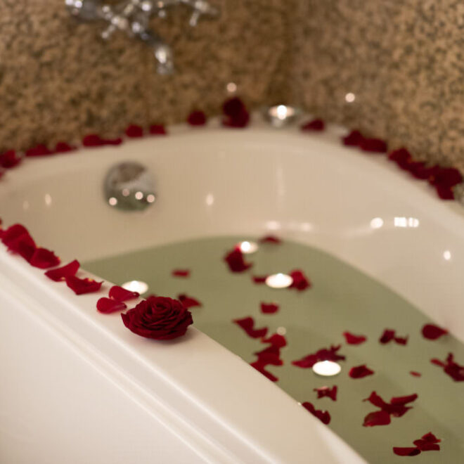 VillaWesset_roosiõitega-vann-wesset